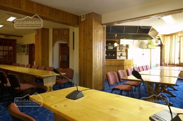 Makrelov Hotel 9