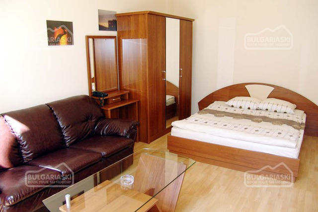 Flora hotel12